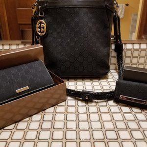 Gucci Cross Body w/ Wallet and Key Wall